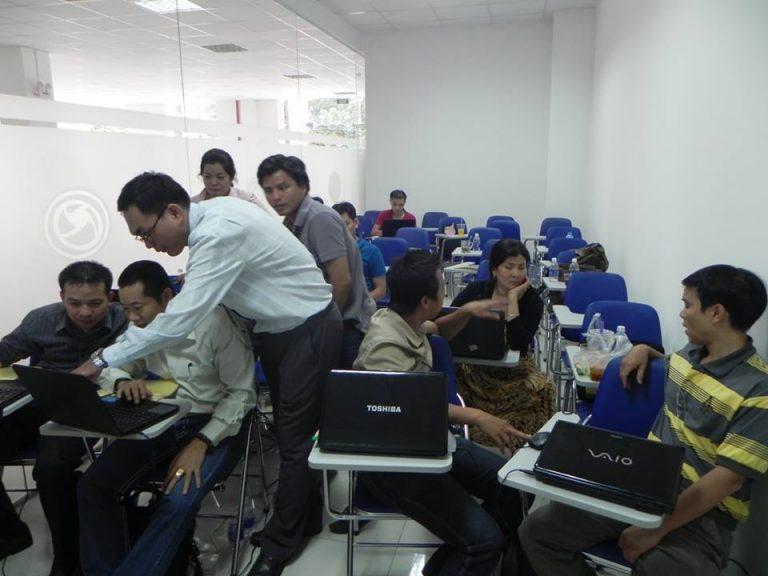 Nhân viên kinh doanh túi xách Miti có thể trở thành chuyên gia Forex, tại sao bạn lại không ? | hoangngocson.com