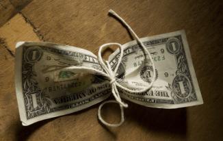 Đồng đô trượt dốc khi Fed nói không tăng lãi suất